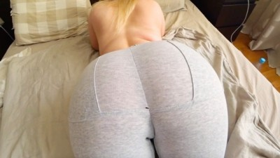 Babe with a big ass loves to fuck through yoga pants - Seexbeeg