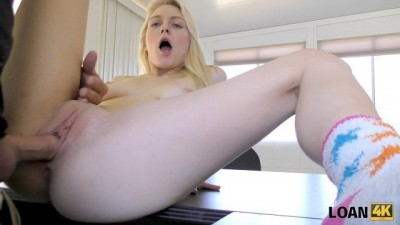 Beeg com xx - Pretty strip dancer is ready to have sex for cash on