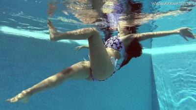 Andreina De Luxe in Erotic Underwatershow Public