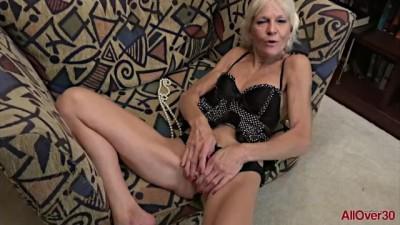 Mılf Blonde Mimi Smith Fucks her GILF Pussy