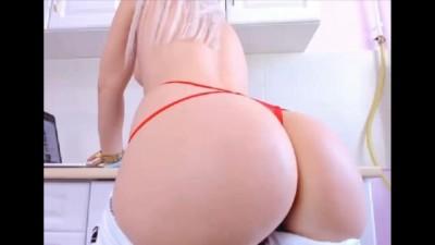 Sexy Big Ass Cougar Mom Show ASS